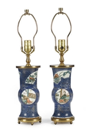 A PAIR OF CHINESE PORCELAIN PO