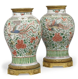 A PAIR OF CHINESE WUCAI JARS W