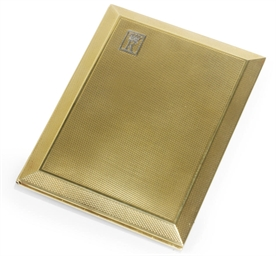 AN 18CT. GOLD CIGARETTE CASE P