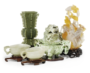 A GROUP OF CHINESE JADE AND HA