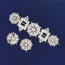A diamond brooch and earstuds