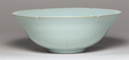 A Porcellaneous Stoneware Bowl