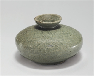 An Incised Celadon Stoneware O