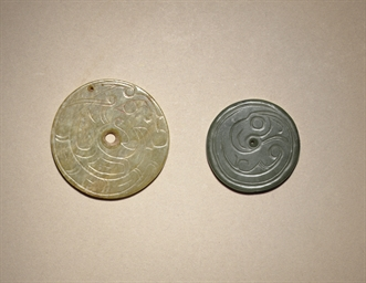 TWO JADE DISC-SHAPED NECKLACE