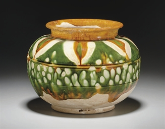 A SANCAI-GLAZED POTTERY GLOBUL
