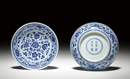 A PAIR OF SMALL MING-STYLE BLU