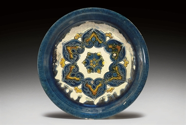 A BLUE AND SANCAI-GLAZED POTTE