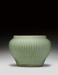 A LONGQUAN CELADON 'HUNDRED RI