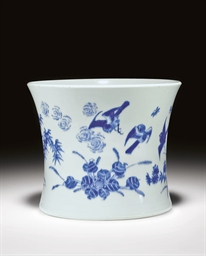 A BLUE AND WHITE BRUSH POT, BI