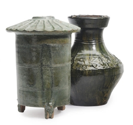 A CHINESE GREEN- GLAZED POTTER