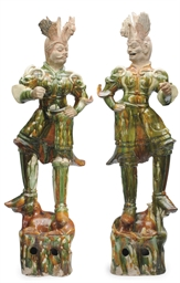A PAIR OF CHINESE SANCAI-GLAZE