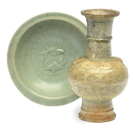 A CHINESE LONGQUAN CELADON 'TW