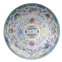A CHINESE PORCELAIN DOUCAI CHA