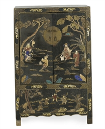 A CHINESE INLAID LACQUERED AND