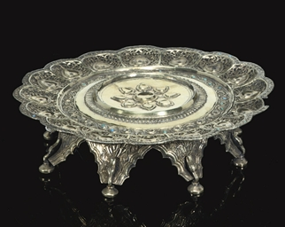 AN IMPORTANT SILVER GILT TRAY,