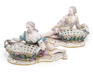 A PAIR OF ENGLISH PORCELAIN OV