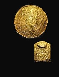 AN ARMENIAN GOLD REPOUSSÉ PANE