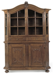 A GERMAN OAK DISPLAY CUPBOARD