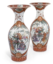 A PAIR OF JAPANESE KUTANI VASES