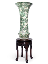 A JAPANESE SLEEVE VASE WITH WO