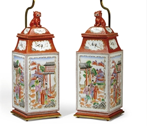 A PAIR OF FRENCH PORCELAIN URN