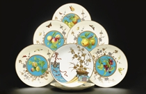 A SET OF SIX MINTONS IVORY AND TURQUOISE GROUND PLATES AND ANOTHER