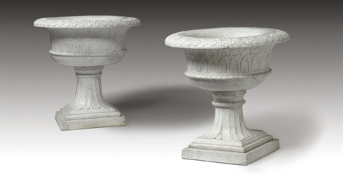 A PAIR OF LARGE MARBLE GARDEN