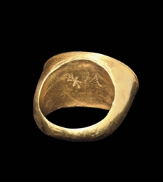 A GREEK GOLD RING WITH CHRISTI