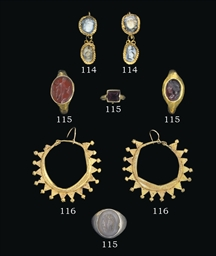 A PAIR OF ROMAN GOLD AND CAMEO