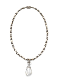 A PEARL AND DIAMOND PENDANT NE