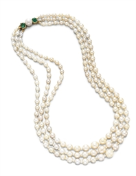 A THREE-STRAND PEARL AND EMERA