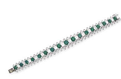 AN ELEGANT EMERALD AND DIAMOND