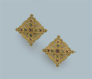 A PAIR OF ANTIQUE GEM SET BROO