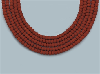 AN ANTIQUE CORAL NECKLACE