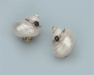 A PAIR OF SEA SHELL EARCLIPS,