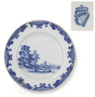 A DUBLIN DELFT BLUE AND WHITE PLATE