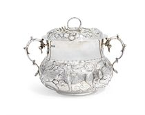 A GEORGE V SILVER PORRINGER AND COVER