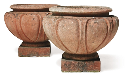 A PAIR OF TERRACOTTA 'LEIX' PO