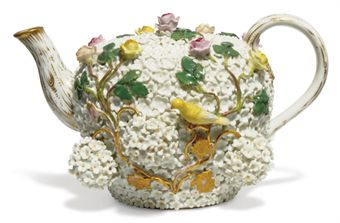 A GERMAN PORCELAIN 'SCHNEEBALLEN' TEAPOT AND COVER