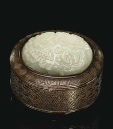 A WHITE JADE-INLAID ZITAN OVAL