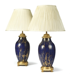 A PAIR OF GILT-BRASS BLUE AND