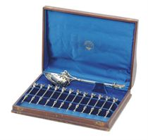 AN AMERICAN SILVER NUT SERVICE IN ORIGINAL FITTED CASE