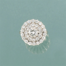 A diamond circular cluster rin