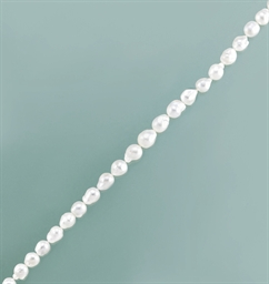 A cultured pearl, pink sapphir