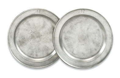 A PAIR OF DUTCH PEWTER DISHES