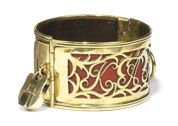 A REGENCY BRASS DOG COLLAR