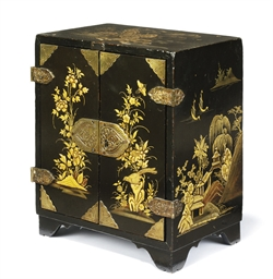 A CHINESE-EXPORT LACQUER TABLE