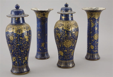 GARNITURE EN PORCELAINE BLEU P