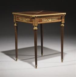 TABLE DITE 'MOUCHOIR' DE STYLE