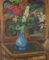 Bouquet de fleurs sur une petite table